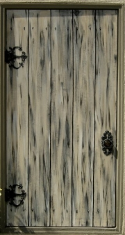 castle-home-faux-wooden-door-02